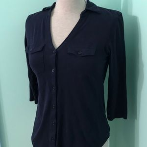 ⭐️2 for $15. NY&CO navy 2 pocket collar top